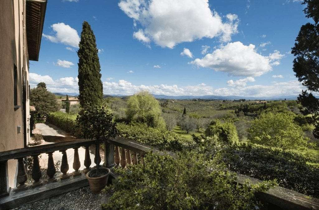 View of a Tuscan wedding venue from the balcony