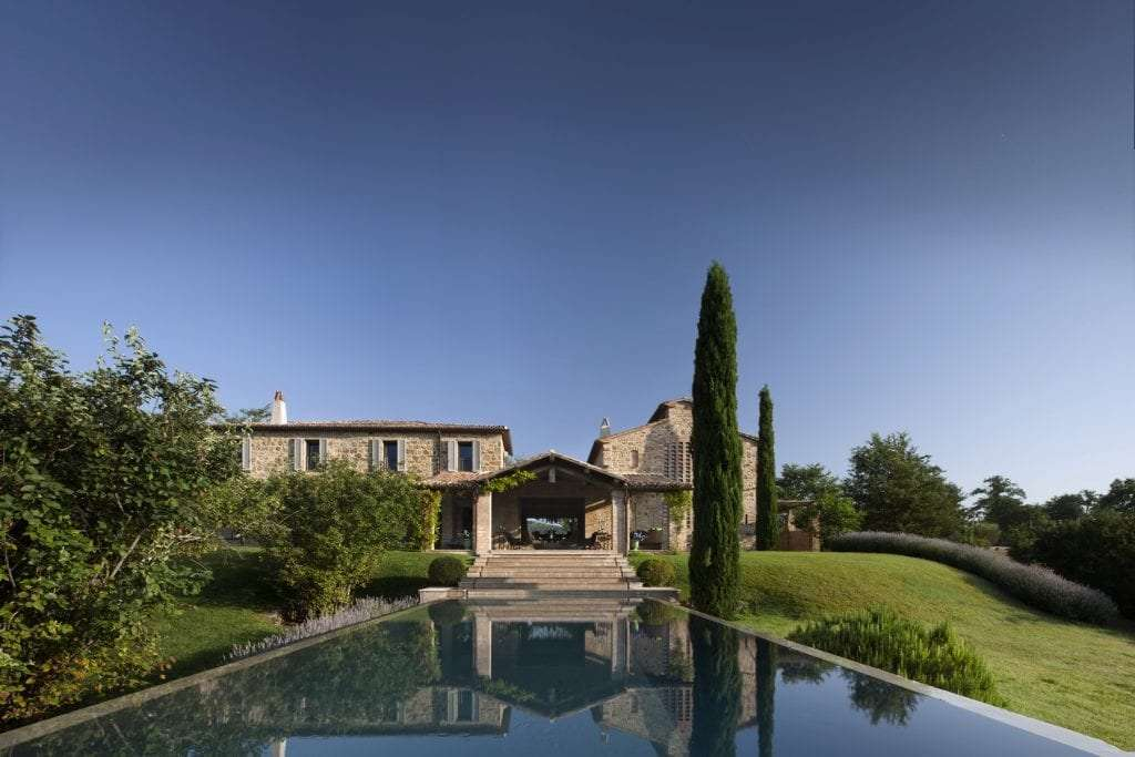 View of a wedding venue with a swimming-pool in Umbria.