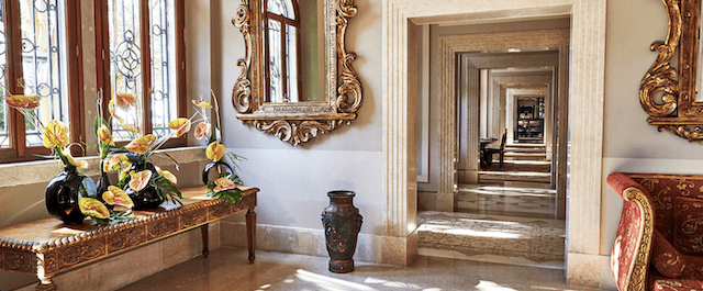 The lobby inside hotel San Clemente in Venice
